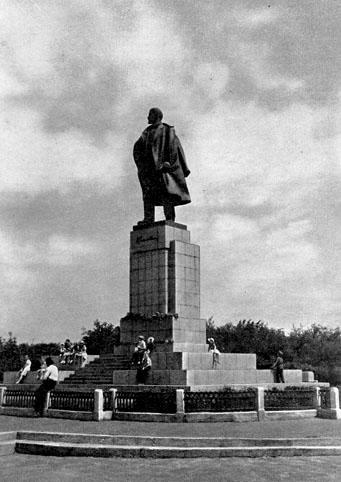 Почтовая открытка «Ульяновск. Памятник В. И. Ленину» - 1958г., СССР